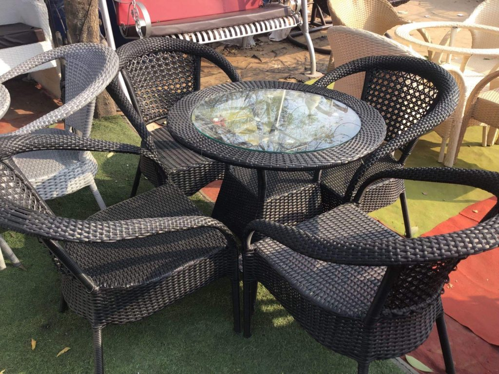 Add Life To Your Garden With Wooden Garden Furniture